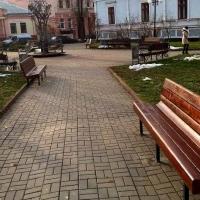 У Франківську на вулицях встановлюють нові лавки. Фото