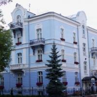 Знайомимось з історичними будівлями Івано-Франківська. Колишній готель обкому КПУ