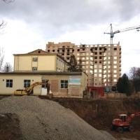 Скандальна забудова на Мазепи, 144 повертається: Івано-Франківський окружний адмінсуд може легалізувати псевдо-готель і незаконний котлован біля міського озера