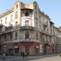 Знайомимось з історичними будівлями Івано-Франківська. Кам'яниця на розі вулиць Чорновола та Гординського