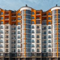 Яка доля молодіжного кредитування квартир для молодих сімей?