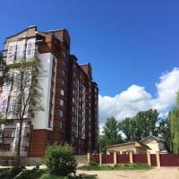 """""""Апартаменти під ключ"""": у скандальній забудові по вулиці Мазепи, 144 облаштовують фасад. ФОТО"""