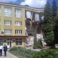 У Коломиї обвалився фасад коледжу. ФОТО