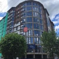 Тепло і красиво: завершуються фасадні роботи в будинку по вул. Довга, 18Б в Івано-Франківську