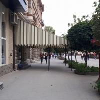 В центрі Франківська тент до літнього майданчика спотворив пам'ятку архітектури. ФОТО