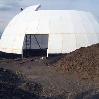 На Прикарпатті будують незвичний дім-купол. Відео