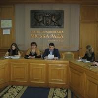 Франківське МВК хоче узурпувати видачу МБУіО