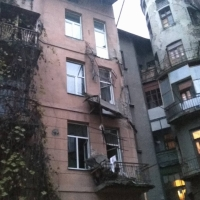 Обвал балкону у франківському будинку могли спричинити самовільні роботи