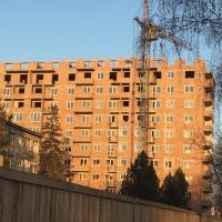 """Поки триває скандальне будівництво на Мазепи,144, ПП """"Прикарпаття і К"""" продає апартаменти по 450$ за м2"""