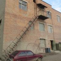 У Франківську майже за 2 млн грн продається побутове приміщення із кузнею