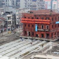 У Китаї чоловік пересунув будинок, щоб уникнути знесення. Відео