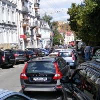 Мінрегіон заборонить проектувати автостоянки на тротуарах