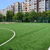 В Івано-Франківську школа №25 відтепер має майданчик зі штучним покриттям