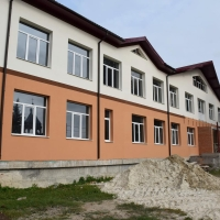 Завершується будівництво школи в приміському селі Хриплин
