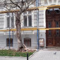 В Івано-Франківську відреставрували ще одні старовинні двері