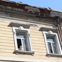 У Франківську людям на голови осипаються історичні будинки