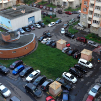 Мінрегіонбуд заборонив проектувати відкриті парковки всередині невеликих житлових комплексів