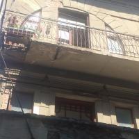 У Франківську балкони продовжують сипатись на голови перехожим