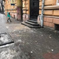 Франківськ посипався: у місті з'явився ще один небезпечний будинок. ФОТО