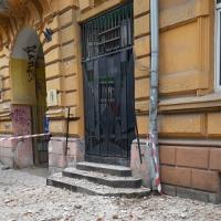 Франківськ осипається: на Грушевського знову обвал