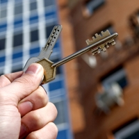 З осені прикарпатців можуть активніше виселяти з квартир
