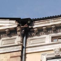 У Франківську з будинку відвалився шматок ліпнини, травмувавши жінку