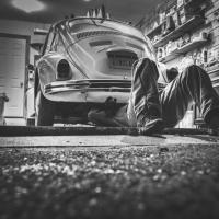 Улюблене місце для автолюбителів: корисні поради, як зручно облаштувати гараж
