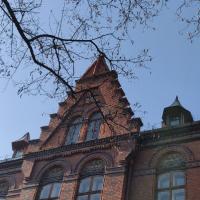 У Франківську з пам'ятки архітектури ледь не впав металевий люк