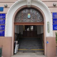 У Франківську виявили несподіванку на дверях суду, які забрали на реставрацію