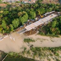 Бистриця підтопила будмайданчик нового мосту на Пасічну: будівельники рахують збитки. ФОТО