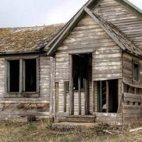 Півтори тисячі прикарпатців живуть у старих будинках