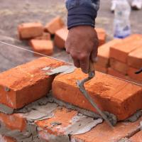 На Прикарпатті громада власними силами відновлює зруйнований негодою будинок односельців