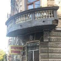 У Франківську взялися за реставрацію балкону пам'ятки архітектури у центрі міста