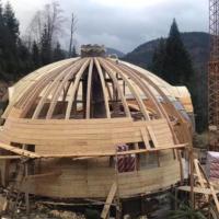 На Верховинщині зводять екзотичний купольний будинок. ВІДЕО