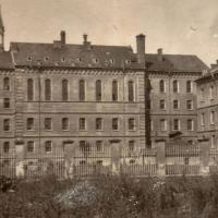 Знайомимось з історичними будівлями: Юнацька школа УНР