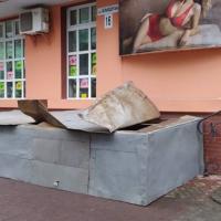 У Франківську розгнівані сусіди залили бетоном розкопку під будинком