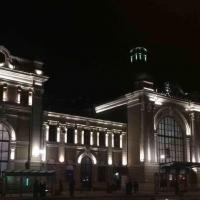 В Івано-Франківську підсвітили залізничний вокзал