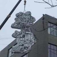 На фасад Промприладу повертають відрестарований барельєф