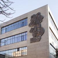На Промприладі відновили семиметровий латунний барельєф