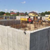 Фірму, яка будує басейн у Коломиї, підозрюють у привласненні грошей