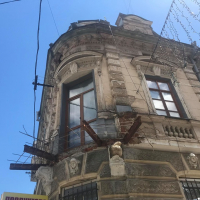 Реставрувати не можна розбирати: куди зник балкон із кам'яниці на Вірменській. ФОТО