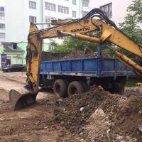 Будівельники завершують заміну каналізації в одному з дворів на вулиці Хіміків