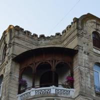 У Франківську столітній будинок руйнується, а в комунальників немає грошей на ремонт
