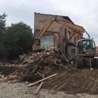 З'єднання бульварів: підрядники демонтують скандальний будинок. ФОТО