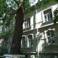 На Тарнавського руйнується споруда, де раніше була залізнична лікарня