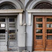 У Франківську відреставрували ще одні двері. ФОТО