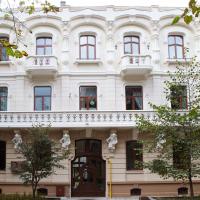 """У Франківську відреставрували фасад """"будинку з химерами"""". ФОТО"""