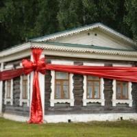 Як оформити дарчу на будинок: порядок, ціни, складнощі