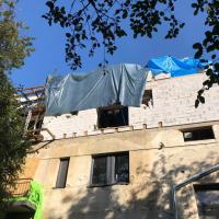 Будівельний скандал у Франківську: надбудова на вулиці Павлика загрожує життю сусідів