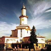 Знайомимось з історичними будівлями Івано-Франківська. Міська Ратуша